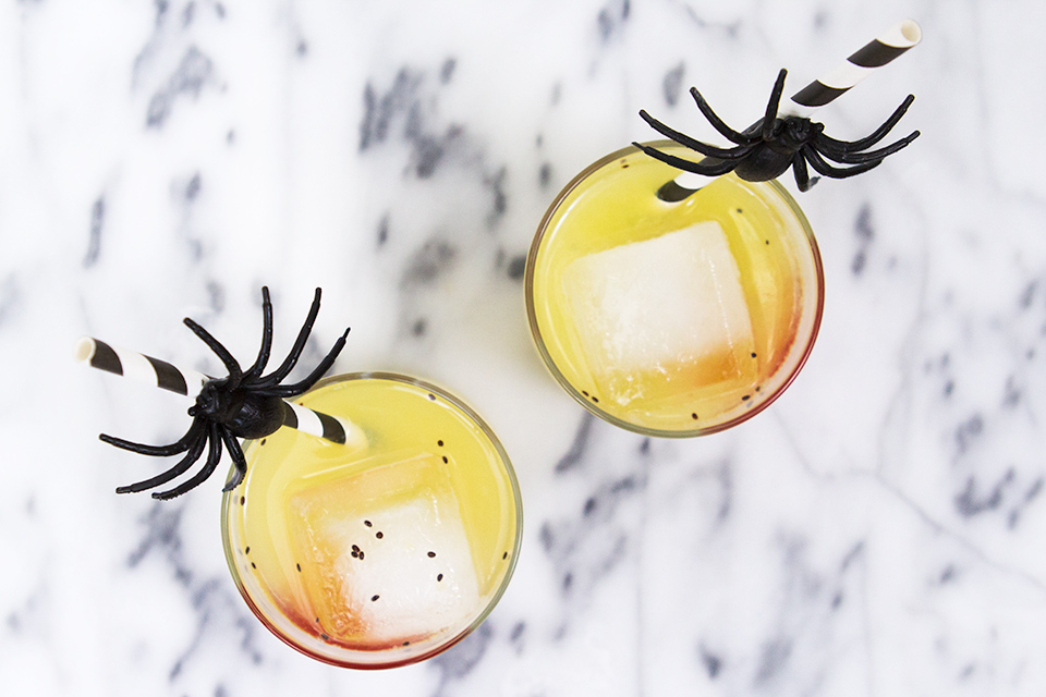 These DIY spider straws are made by gluing plastic spiders onto paper straws. So simple and perfect for Halloween!